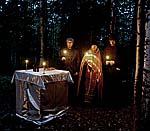 Акафист преподобномученикам Соловецким в ночном лесу на берегу Волкозера