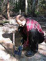 Археолог Евгений Саликов в процессе раскопок