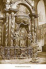 Икона Божией Матери у столбов Спасо-Преображенского собора. Фото нач. ХХ в.