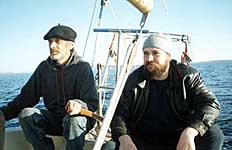 Сергей Морозов и Алексей Лаушкин на яхте «Норд-Вест» во время путешествия на остров Анзер. 2000 г.