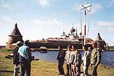 В.В.Щербак и Б.Н.Розов награждают призеров соревнований СМК. 2002 г.