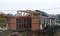 Реставрация северной части амбара. Фото 2002 г.