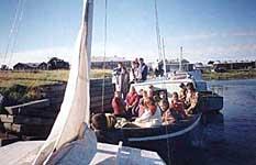 Отправление из гавани Благополучия на Кузовецкие острова группы детей во главе с С.В.Морозовым. 1997 г.