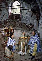 Первое богослужение: о.Аркадий Шатов, о.Александр Салтыков, о.Владимир Воробьев, о.Дмитрий Смирнов. 28 июля 1992г.