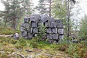 Здесь был лагерь, где заготавливали гранит для советских пьедесталов