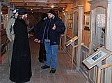 Товарищи Северного Мореходства знакомят наместника с морским музеем. Январь 2010 г.