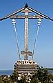 Крест, установленный в 2003 г., в память о жертвах Анзерского изолятора СЛОНа