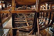 Интерьер амбара для хранения гребных судов: верфь, галерея с экспозицией