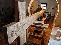 В кресторезной мастерской. Сентябрь 2009 г.