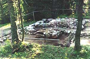 Место кельи прп. Елеазара Анзерского на острове Анзер. Фото 1998 г. (раскопки МАКЭ).
