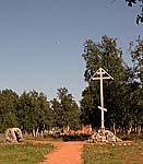 Памятный крест и камень в память о заключенных Соловецкого лагеря на ул. Флоренского