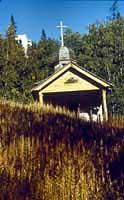 Деревянный храм Воскресения Христова (XVIII в.) у подножия горы Голгофы на острове Анзер.