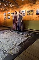 Наместник Соловецкого монастыря архимандрит Порфирий осматривает основную экспозицию морского музея. Январь 2010 г. Фото М.Моисеева