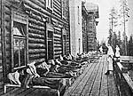 Liegekur («мертвый час») на открытом балконе здравницы. Фото 1927 г.