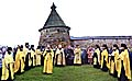 Молебен при освящении поклонного креста в бухте Благополучия. Фото 2003 г.
