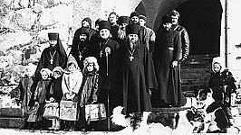 Братия монастыря с детьми. 1992 г. Фото из архива А.Мельник