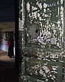 Дверь храма Свято-Вознесенского скита, где находился штрафной лагерный изолятор. Фото 2005 г.