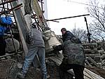 Подъем колоколов на колокольню храма Распятия Господня. Анзер. 14 октября 2007 г.