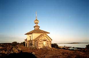 Храм святого Андрея Первозванного (XVIII в.) на Большом Заяцком острове. 1999 г.