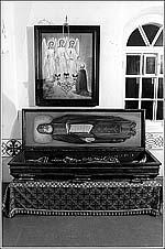 Рака с нетленными мощами преподобного Александра в Свирском монастыре. Современное фото.