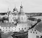 Илл. 10. Южный фасад церкви до разборки верхнего яруса. Фото нач. ХХ в.