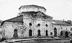 Илл. 11. Северный фасад церкви (до реставрации)