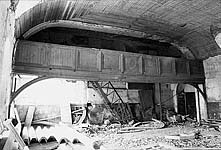 Илл. 17. Интерьер трапезной. Вид на западную стену с хорами (до реставрации)