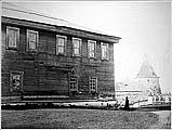 Архангельская гостиница, пробитая английскими ядрами. Фото Я.И.Лейцингера кон. XIX в. АОКМ