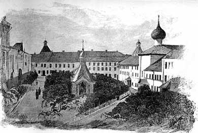 Внутренний двор монастыря. Колокол «Благовестник».