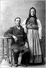 Кораблестроитель-самоучка из села Нюхча Павел Никифорович Попов и его жена Евдокия Григорьевна. Фото 1906 г.