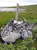 Илл. 9. Крест № 5 с лежащим рядом верхом мачты