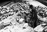 Соловецкий каменщик Илья Моисеевич за работой. 1980-е гг.