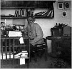Лев Толстой в своем кабинете в Ясной Поляне, май 1908 г. Фото С.М.Прокудина-Горского.
