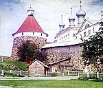 Монастырская стена и Троицкий собор, 1915 г. Фото С.М. Прокудина-Горского