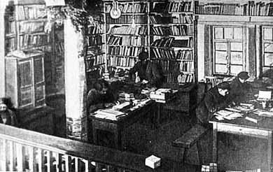 В лагерной библиотеке